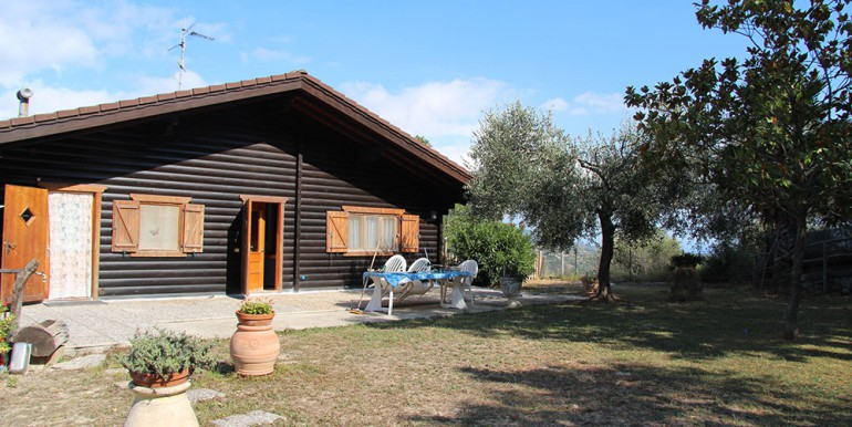 country-house-for-sale-200-92-25