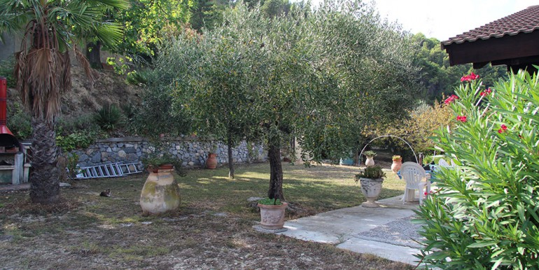country-house-for-sale-200-92-31