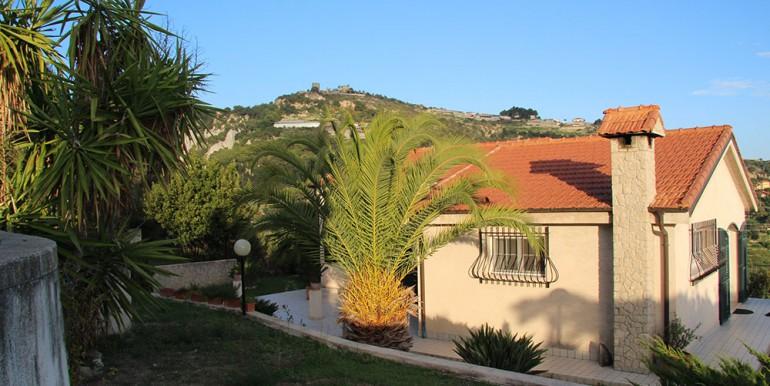 villa-for-sale-200-09-01