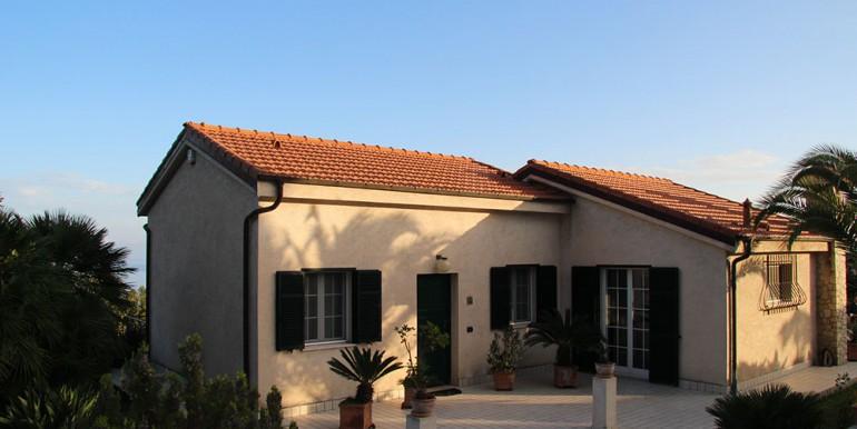 villa-for-sale-200-09-02