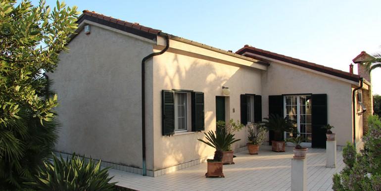 villa-for-sale-200-09-03