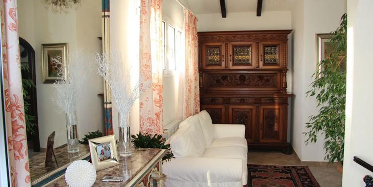 villa-for-sale-200-09-09