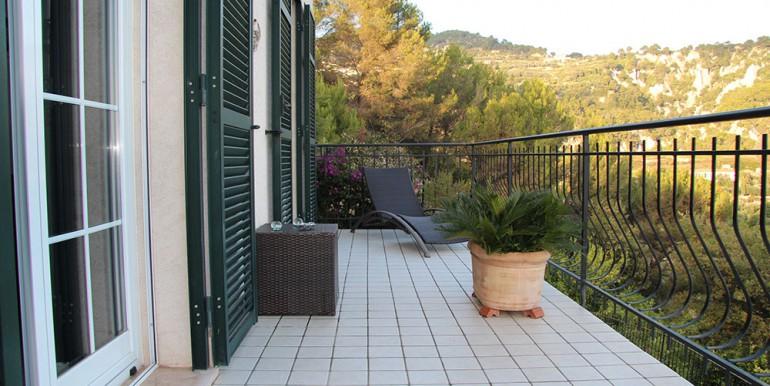 villa-for-sale-200-09-14