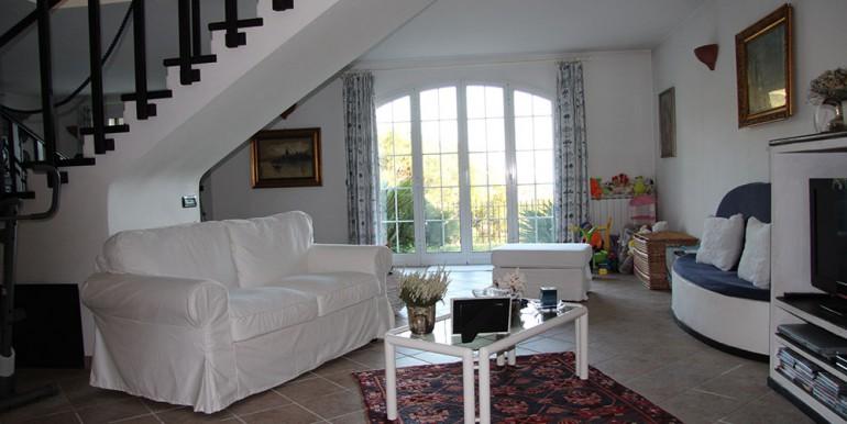 villa-for-sale-200-09-24