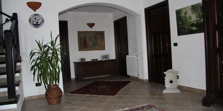 villa-for-sale-200-09-30