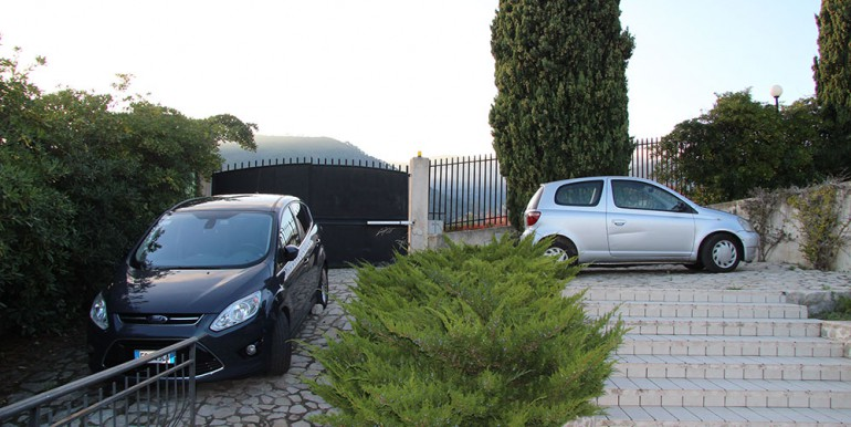 villa-for-sale-200-09-32