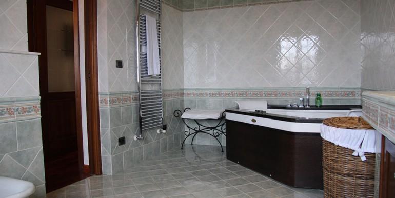 villa-for-sale-300-13-03