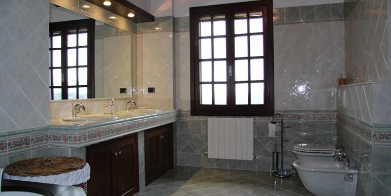 villa-for-sale-300-13-04