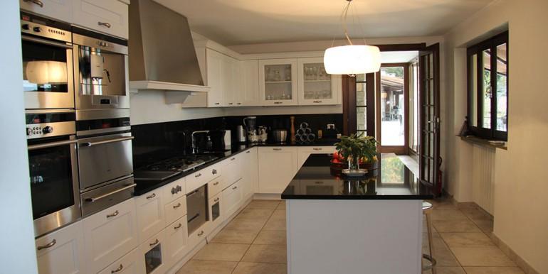 villa-for-sale-300-13-18