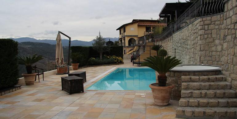 villa-for-sale-300-13-28