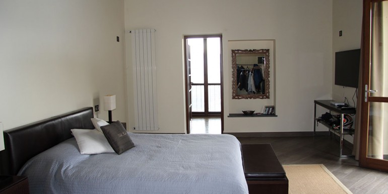 villa-for-sale-300-13-30
