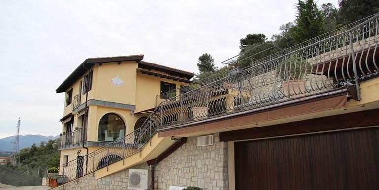 villa-for-sale-300-13-33