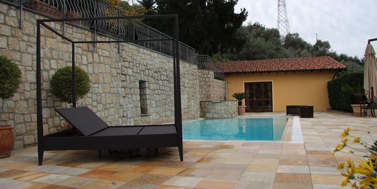 villa-for-sale-300-13-35