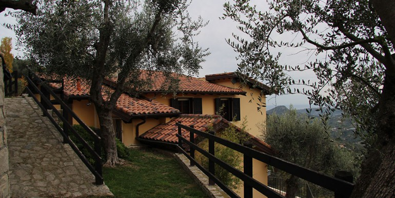 villa-for-sale-300-13-40