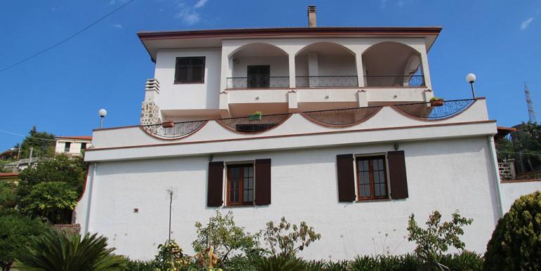 villa-for-sale-300-98-01