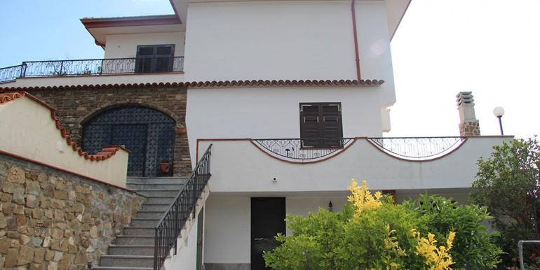 villa-for-sale-300-98-02