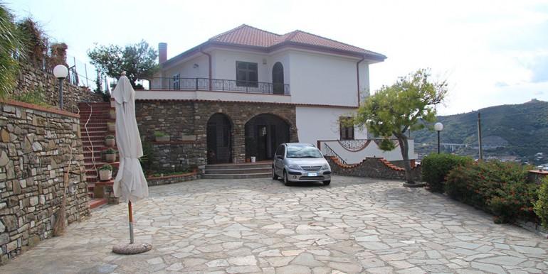 villa-for-sale-300-98-04
