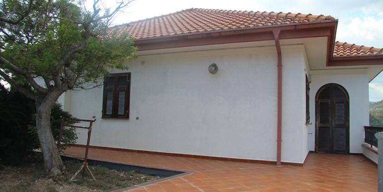 villa-for-sale-300-98-05