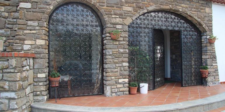 villa-for-sale-300-98-06