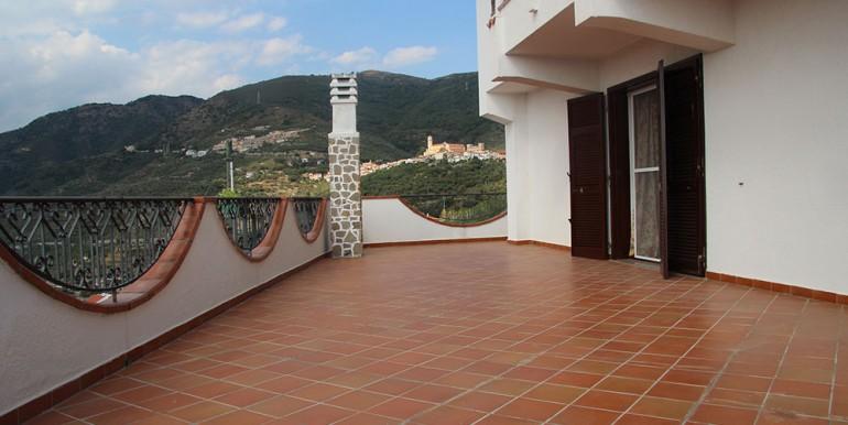 villa-for-sale-300-98-09