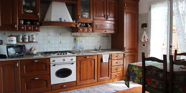 villa-for-sale-300-98-11