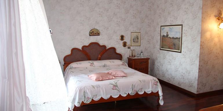villa-for-sale-300-98-16