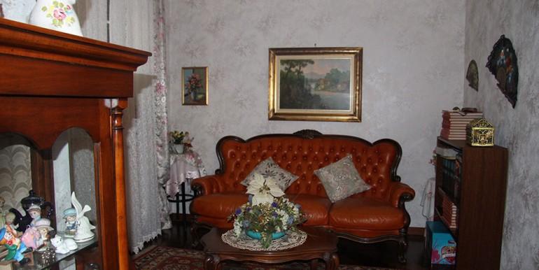 villa-for-sale-300-98-20