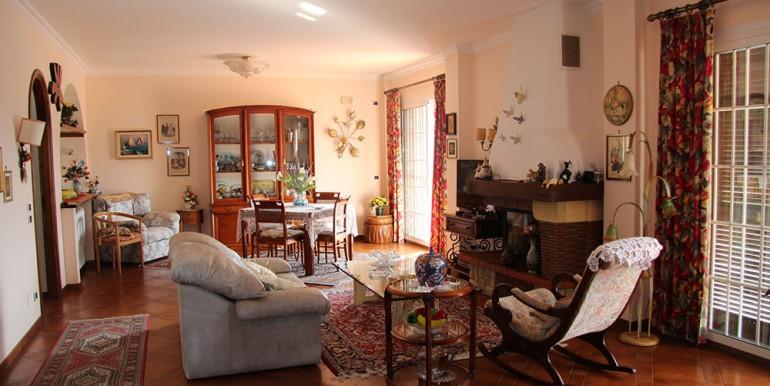 villa-for-sale-300-98-23