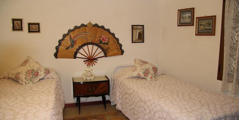villa-for-sale-300-98-26