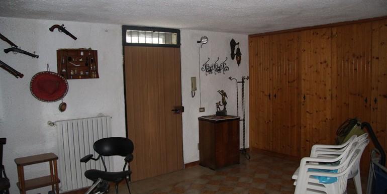 villa-for-sale-300-98-28