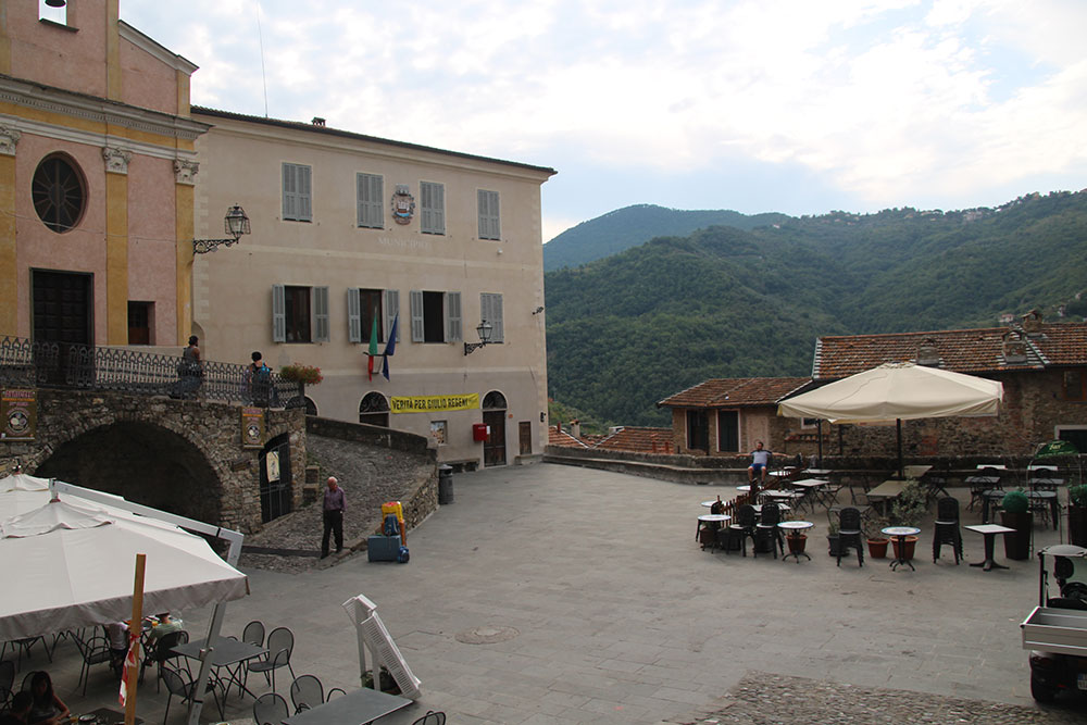 Apricale liguria apartment for sale 70 imp 44045 002