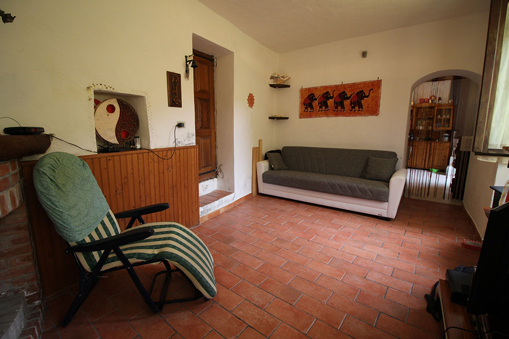 Apricale liguria apartment for sale 70 imp 44045 012