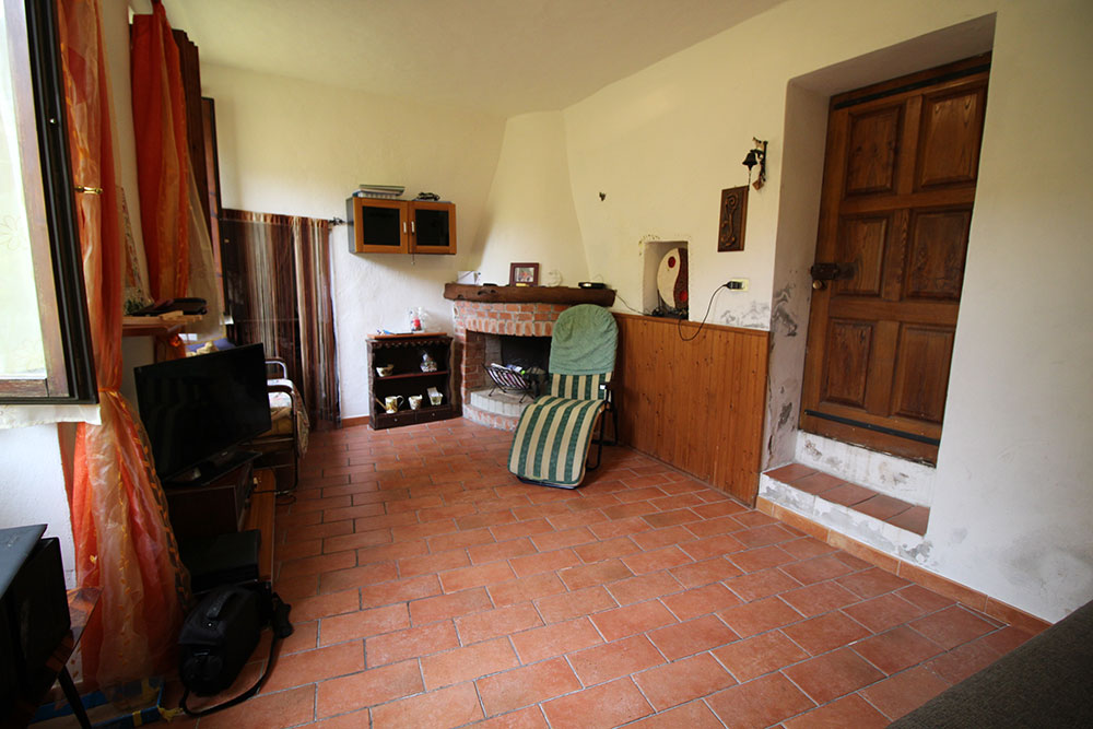Apricale liguria apartment for sale 70 imp 44045 013