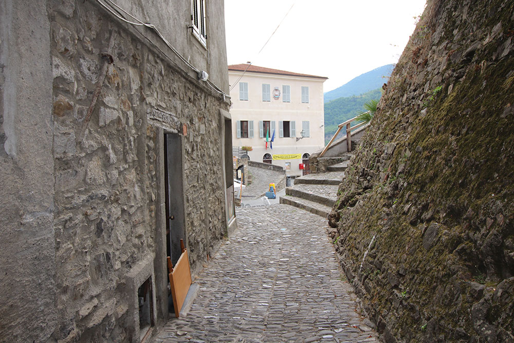Apricale liguria apartment for sale 70 imp 44045 015