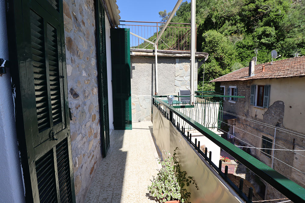 Dolceacqua liguria apartment for sale 45 imp 44049 007